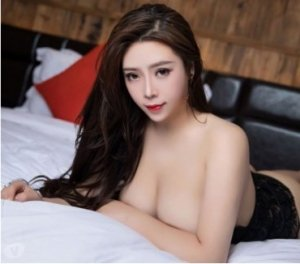 Loanie escorts services in Saint-Sauveur, QC